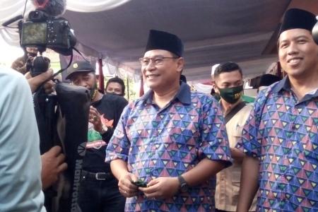 Paslon Cabub- Cawabub Sleman Danang  Sulistya Agus Choliq ke KPUD Diiringi  Bregodo dan Hadroh