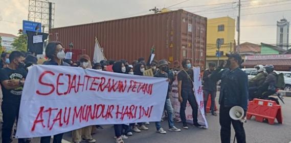 <a href='http://www.pastvnews.com/nasional-1/hari-tani-nasional-2021-aliansi-mahasiswa-pertanian-yogyakarta-gelar-aksi-damai.html'>Hari Tani Nasional 2021 Aliansi Mahasiswa Pertanian Yogyakarta Gelar Aksi Damai</a>