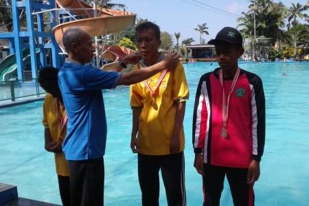 Siswa SLB Rela Bhakti 2 Kulonprogo Sabet Medali Emas Renang Olimpiade Olahraga Tunagrahita Tingkat DIY