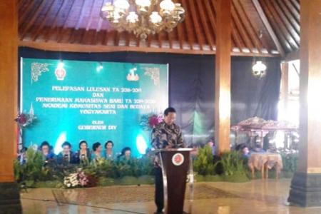 Lulusan Akademi Komunitas Seni Budaya di Wisuda  Sultan