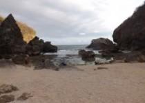 View Deburan Ombak Laut dan Pasir…