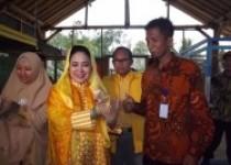 Titik Suharto Pecinta Binatang…