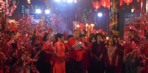 <a href='http://www.pastvnews.com/lintas-sosial/sambut-tahun-baru-imlek-warga-tionghoa-gelar-doa-bersama-di-klenteng.html'>Sambut Tahun Baru Imlek Warga Tionghoa Gelar Doa Bersama di Klenteng</a>