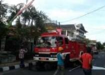 Kebakaran hebat menghanguskan gedung…