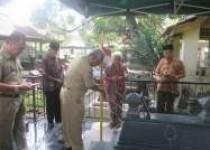 Renovasi  Bambu Runcing Berbendera Merah Putih di  Makam Pejuang