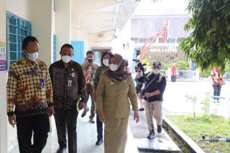 Bupati dan Wakil Bupati Sleman Kompak Tinjau Pelaksanaan ANBK Tingkat Sekolah SMP