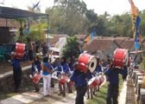 Drumband mengiringi pembukaan sarasehan…