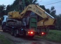 Turun naik begho dengan truk traler…