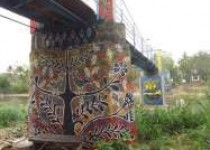 Pilar Jembatan Gantung Jelok Warna…