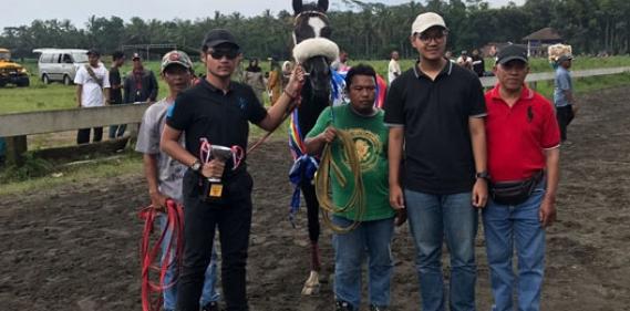 <a href='http://www.pastvnews.com/ragam-hobis/pariwangi-dan-asakaf-star-juarai-pacuan-kuda-di-salatiga.html'>  Kuda Pariwangi &amp; Asakaf Star Moncer Dipacuan Kuda Salatiga Jawa Tengah</a>