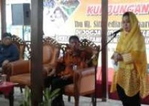 Titik Suharto Penyuluh Pertanian…