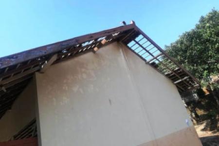 Angin Puting Beliung Menerjang SDN Waduk  Sedikitnya  8 Rumah Warga Rusak