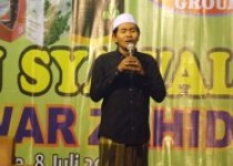 KH Anwar Zaid Menghibur Sekaligus…