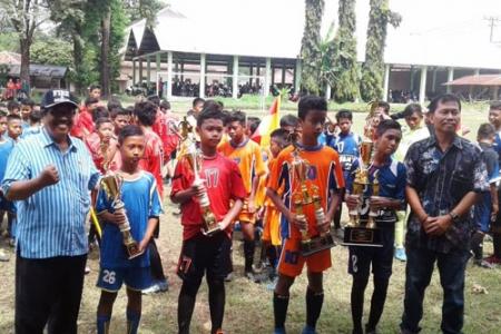 UPT Pleret Juara I Cabor Sepakbola Tingkat Sekolah Dasar