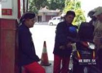 Petugas SPBU Rayakan HUT RI 72…