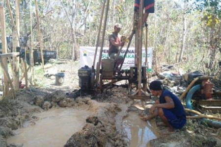 Sumur Bor Beroperasi Warga Dusun Banaran Playen Gunungkidul Gembira