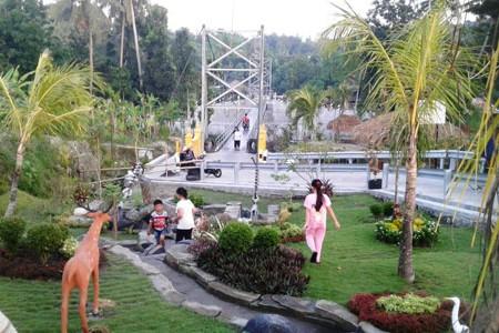 Bersantai Manjakan Sejenak Di Jembatan Gantung Nawacita Tegaldowo