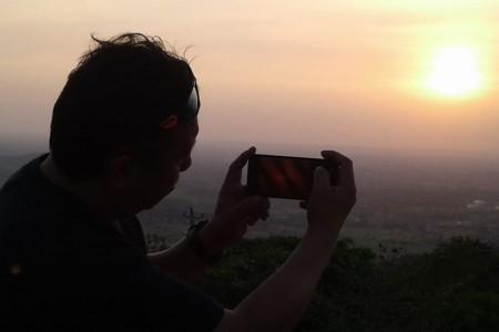 Indahnya Matahari Senja Di Kawasan Candi Ijo Prambanan