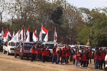 Terkuak Perbedaan Kibaran Bendera Merah Putih Bagi 4 Cabup-Cawabup Gunungkidul Di Kampanye damai 2015