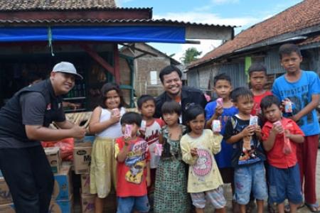 Warga Kampung Teluk Banten Heppy Terima Droping Bantuan Kemanuasiaan Warga Jogja