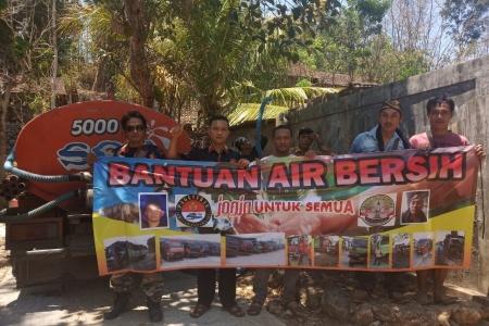Komunitas Sopir Truck Jogja Berbagi Air Bersih Di Gunungkidul
