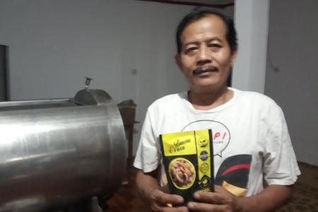 Mantan Kades Yang Satu Tetap Berkarya Dengan Produk Olahaan Pisang