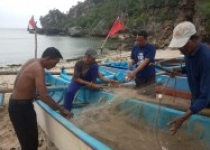 Nelayan ini mengaku hanya panen…