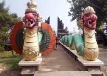 Dua Patung Raja Ular - Ratu Ular…